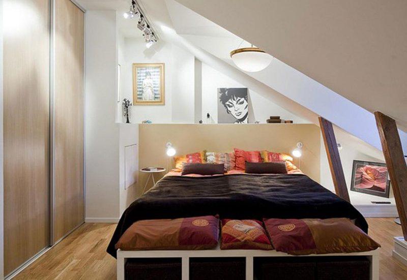 Дизайн маленької спальні на мансарді
