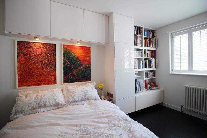Дизайн спальні в сучасному стилі в білих кольорах