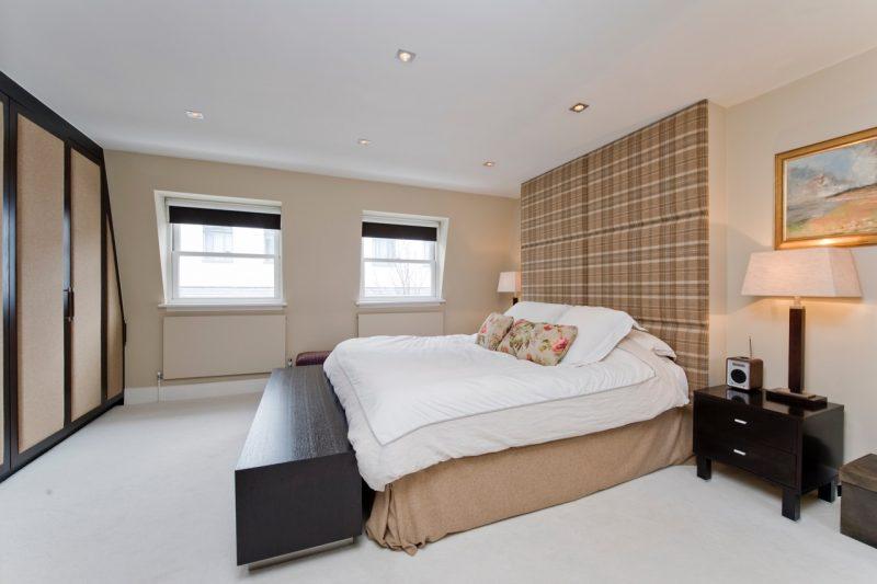 Дизайн великої спальні на горищі