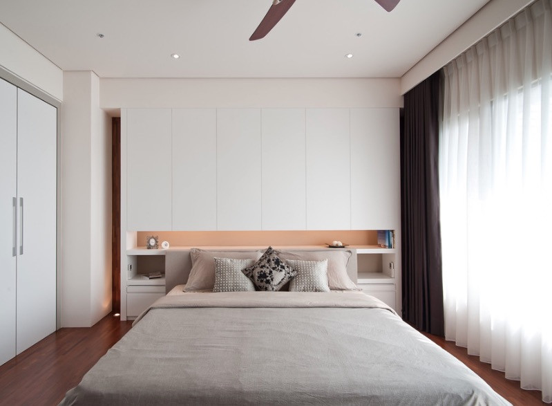 Фото інтер'єру невеликої спальної кімнати