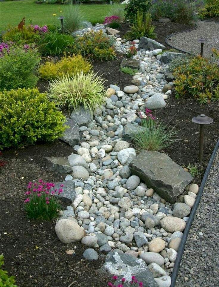 Клумба в формі річки з каменю - фото 1