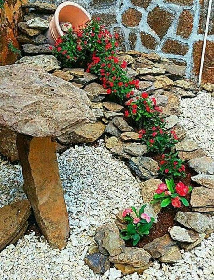 Клумба в формі річки з каменю - фото 2