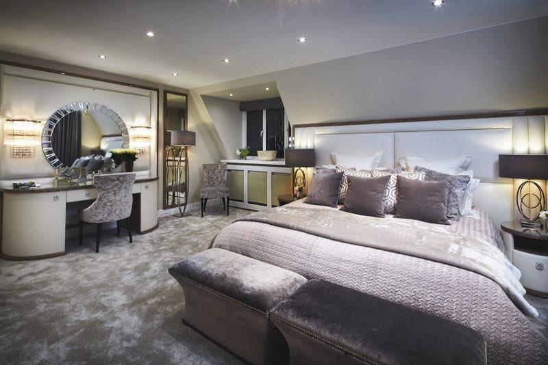Велика спальня у сучасному стилі