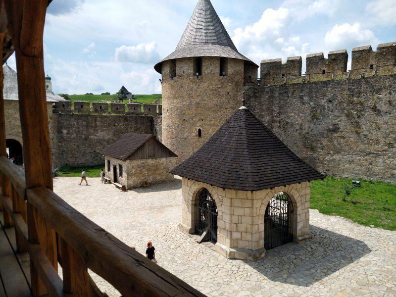Фото двору хотинської фортеці