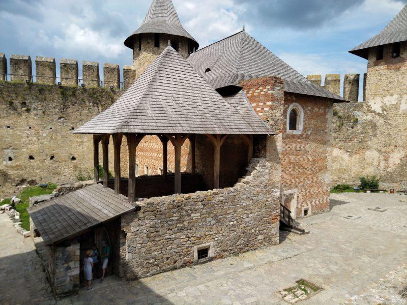 Фото з двору хотинської фортеці
