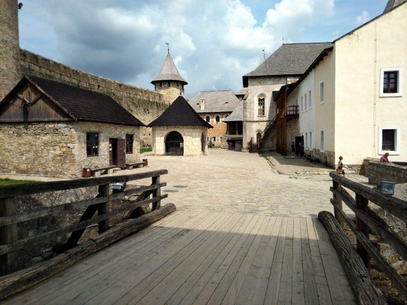 Хотинська фортеця - фото двору