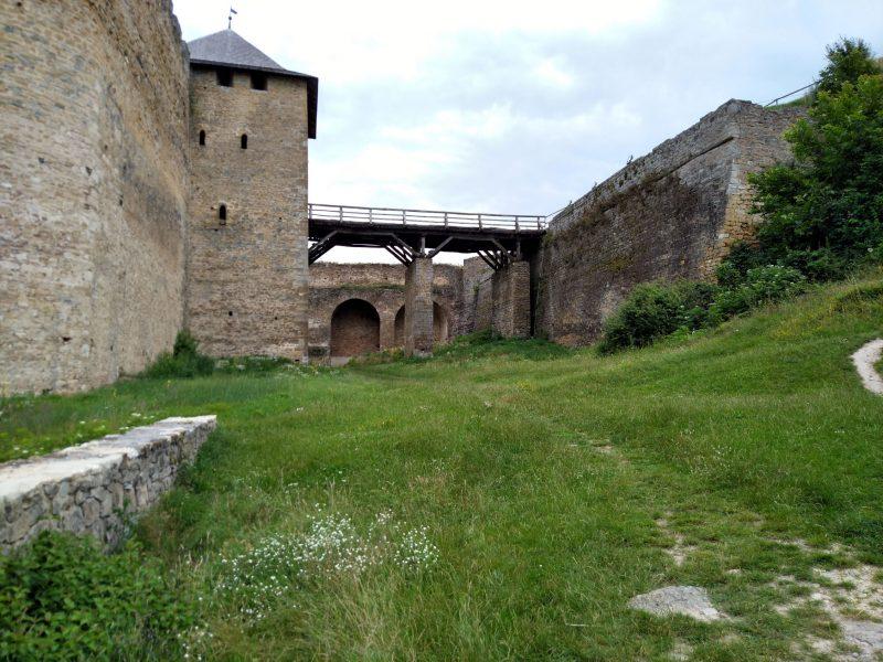 Хотинська фортеця - фото мосту перед воротами