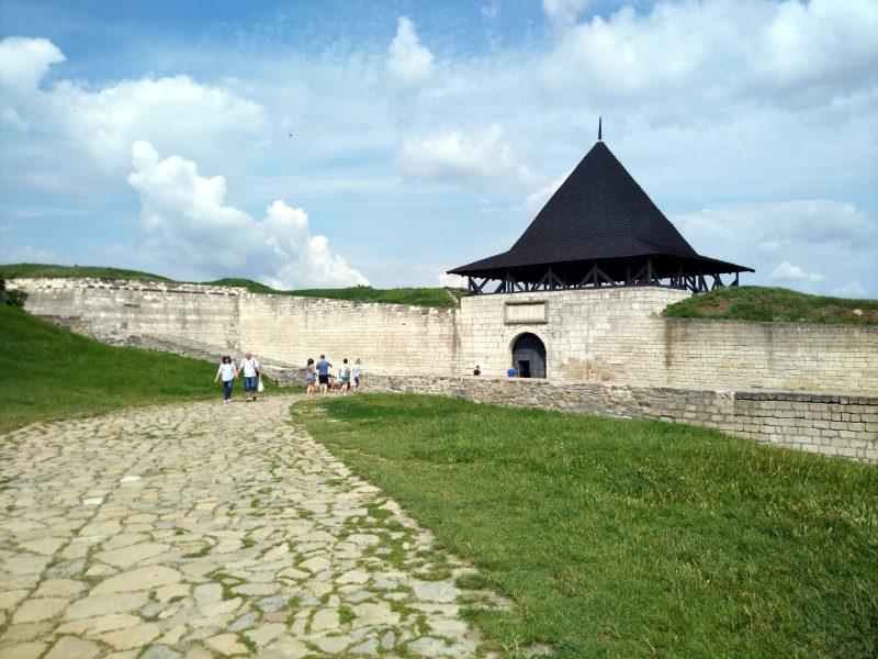 Вхід на територію хотинської фортеці