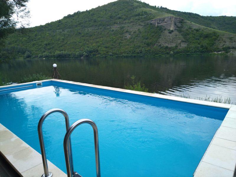 Готель «Ксенія» (Врублівці) - басейн біля чанів