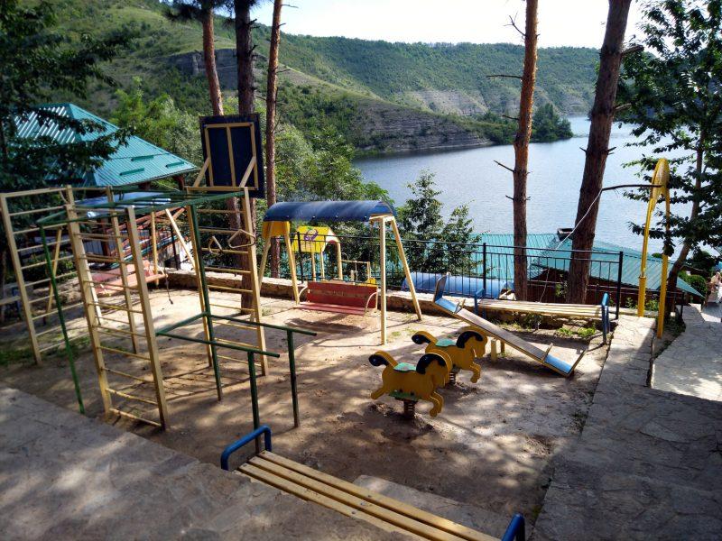 Готель «Ксенія» (Врублівці) - фото 2 дитячого майданчика
