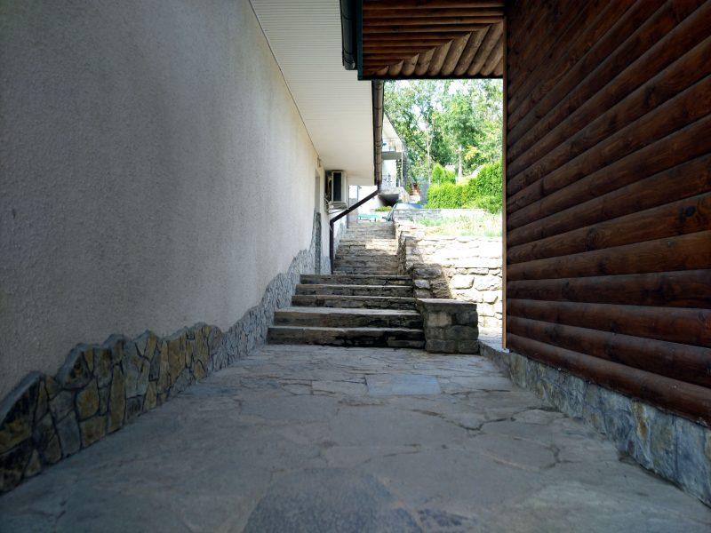 Готель «Ксенія» (Врублівці) - фото території готелю