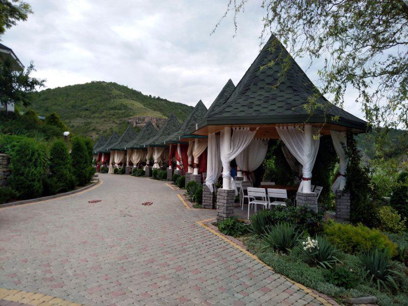 Готель «Ксенія» (с. Врублівці) - альтанки на березі річки
