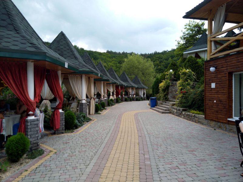 Готель «Ксенія» (с. Врублівці) - фото альтанок на березі річки