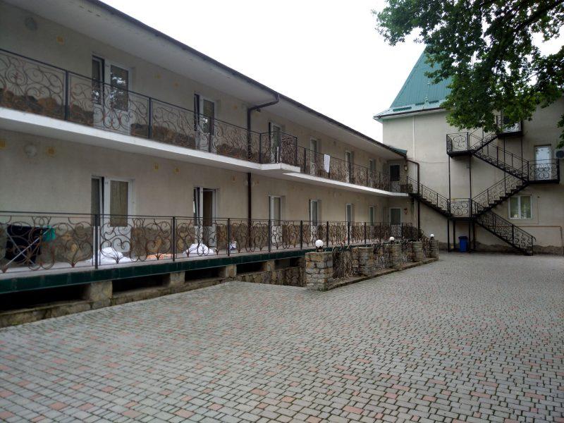 Готель «Ксенія» (с. Врублівці) - фото будинків з номерами
