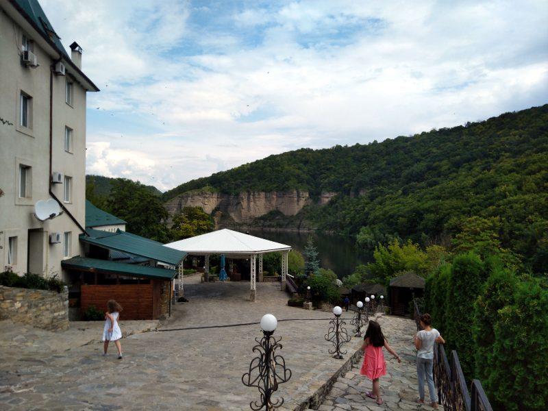 Готель «Ксенія» (с. Врублівці) - фото території комплексу