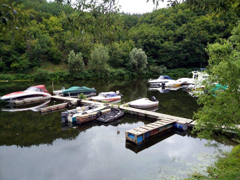 Готель «Ксенія» (с. Врублівці) - причал з човнами