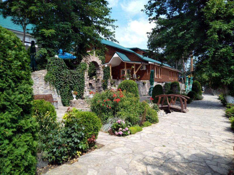Готельно-туристичний комплекс Ксенія - фото території