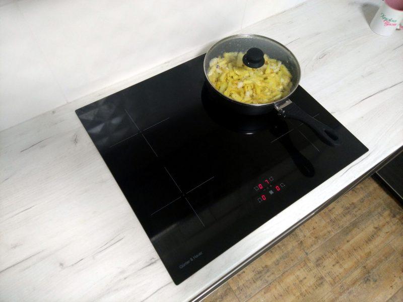 Індукційна плита - приготування їжі