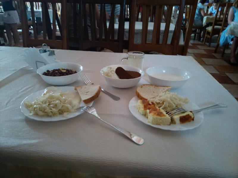 Сніданок у готелі Ксенія на Дністрі