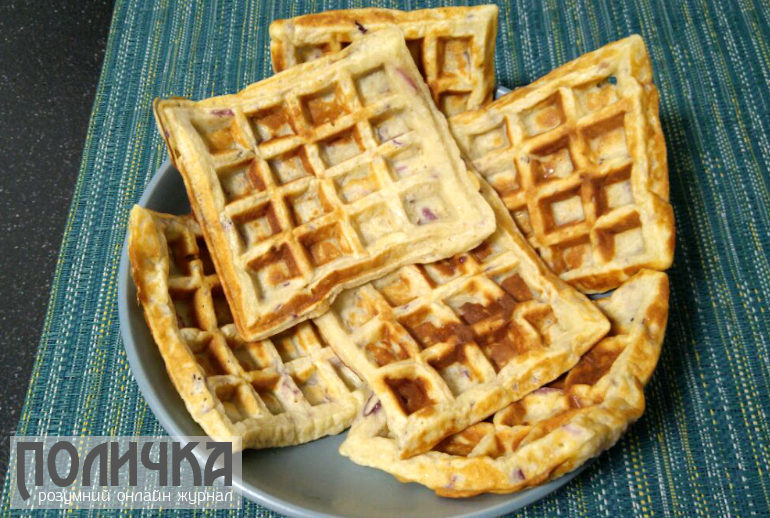 Бельгійські вафлі з яблуками - рецепт приготування у вафельниці