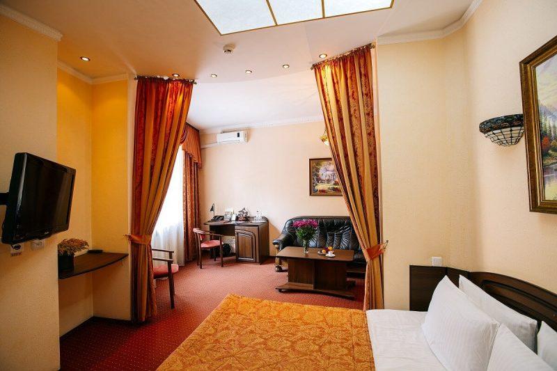 Готель «Едем» у центрі Львова - фото номера напівлюкс