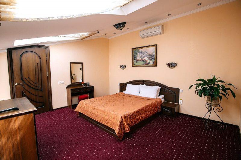 Готель «Едем» у центрі Львова - номер люкс