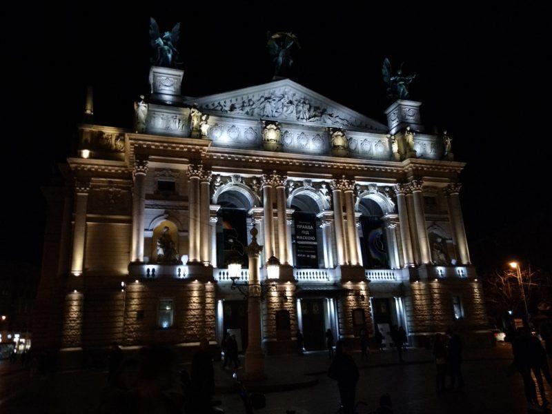 Фото нічного Львова - Оперний театр