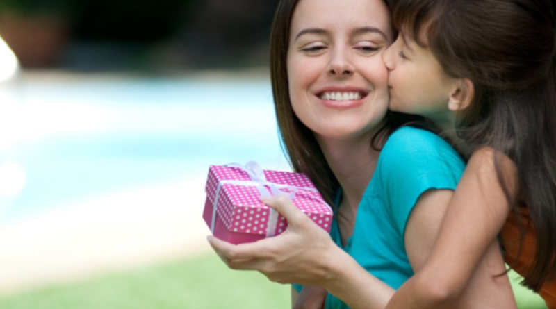Що подарувати мамі