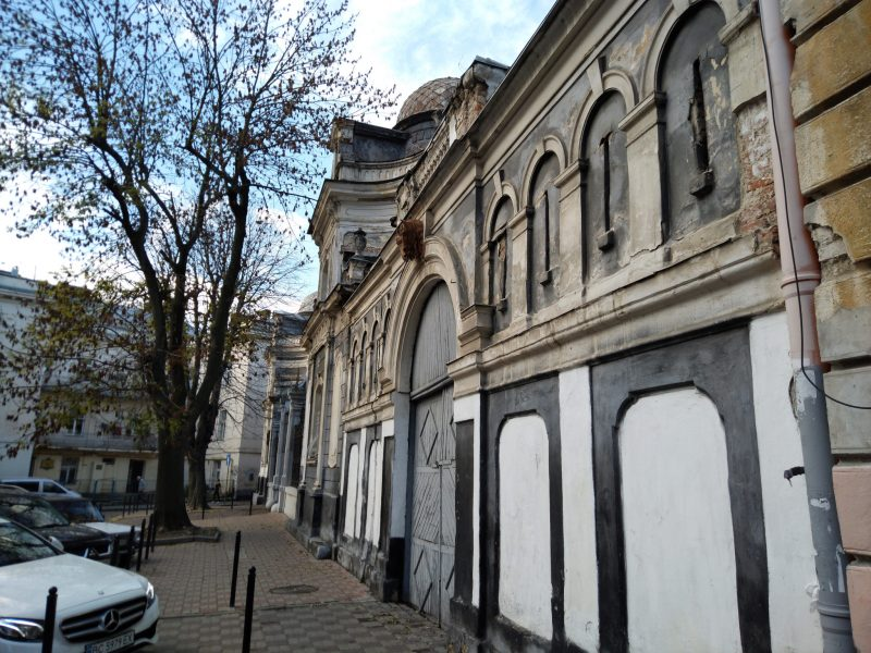 Цікаві місця Львова - огорожа Палацу Семенських