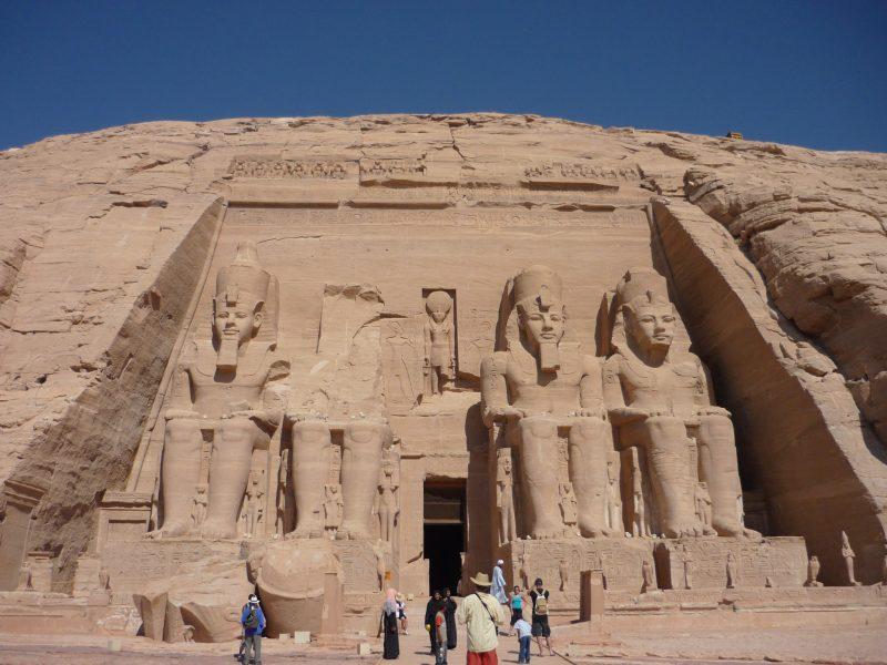 Фасад скельного храму Абу-Сімбел