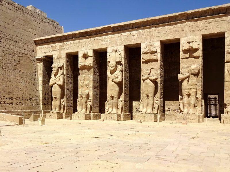 Медінет-Абу - храм в місті Луксор, Єгипет
