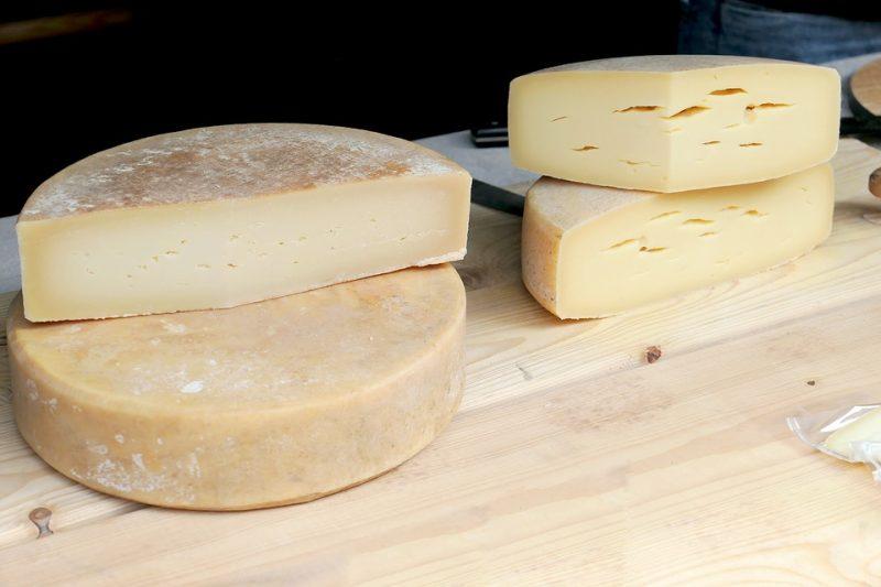 Тверді сири - це продукти з найбільшим вмістом кальцію