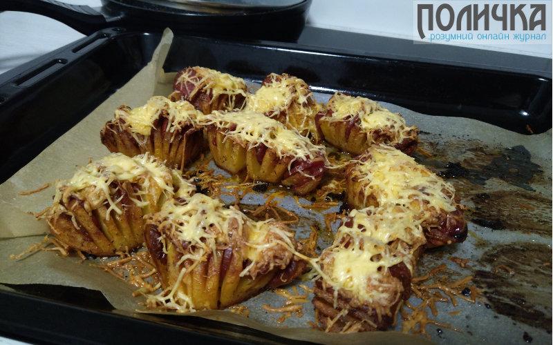 Картопля запечена з ковбасою в духовці фото - 7