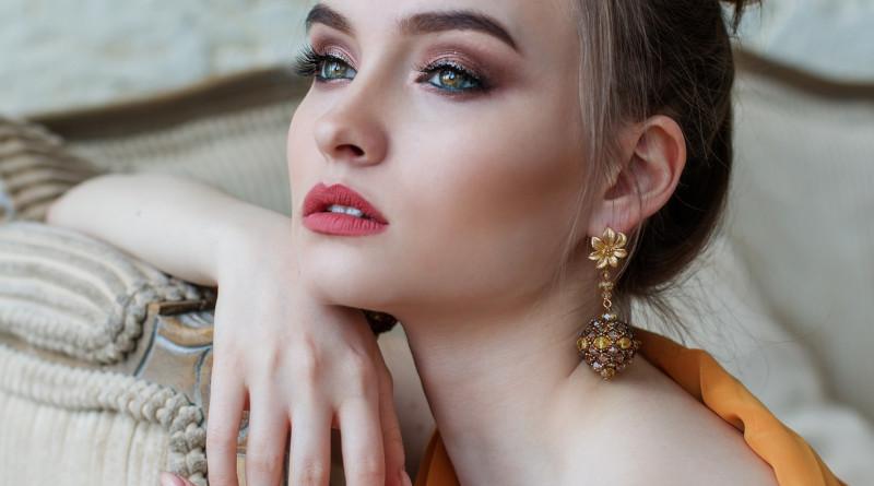Модні золоті сережки фото -1