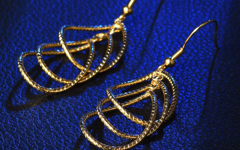 Модні золоті сережки фото - 16