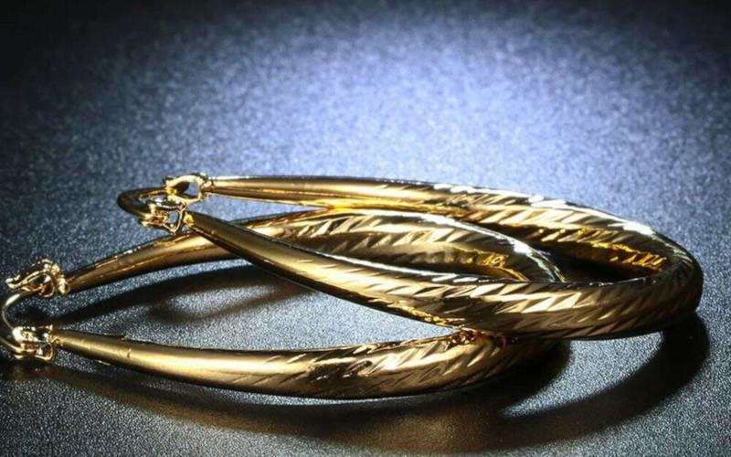 Модні золоті сережки фото - 7
